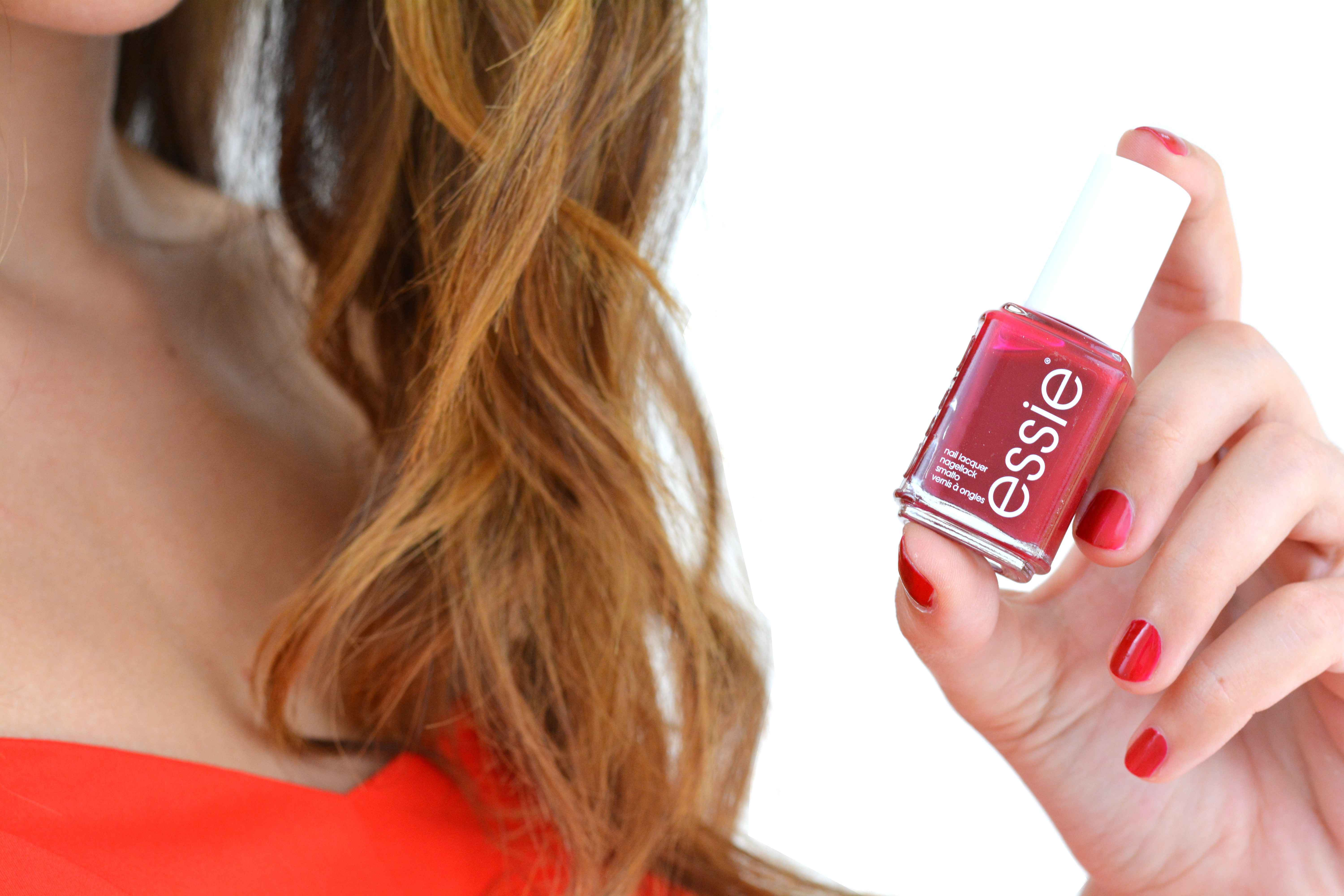 look-glamour-simple-rapide-nouvel-an-fetes-vernis-essie-rouge-a-list-swatch-